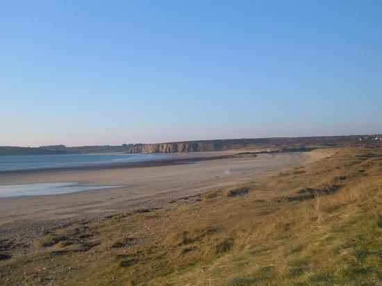 La plage de Goulien et au loin la plage de Kerséguénou