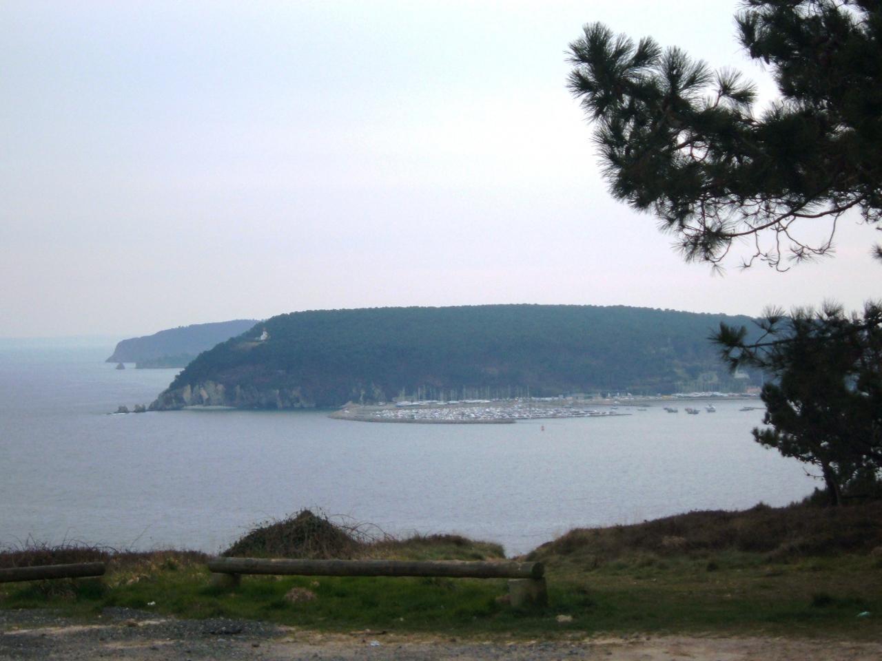 Morgat-la pointe du kador et le port de plaisance